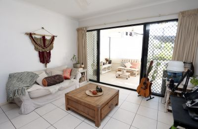 Modern 3 bedroom apartment in Cairns City