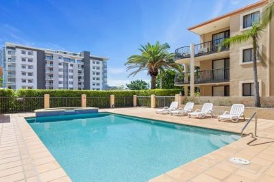 Fabulous Renovated extra large Apartment in Central CBD Location!! Low bodycorp!