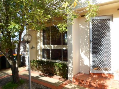 FANTASTIC TWO BEDROOM TOWNHOUSE IN GREAT LOCATION!