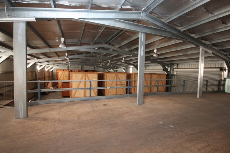 Large Industrial Shed with Accommodation
