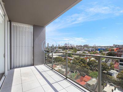 Top floor 3-Bedroom apartment with City views