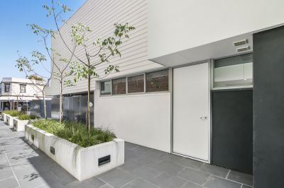 Gorgeous Townhouse, Village Vibe, One Lucky Buyer