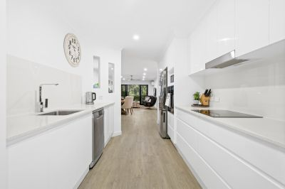 Beautifully Renovated Apartment Awaits It's New Owner - 300m from the beach!