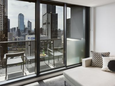Gorgeous 2 Bedroom, 2 Bathroom Apartment in the Fabulous Southbank Grand!