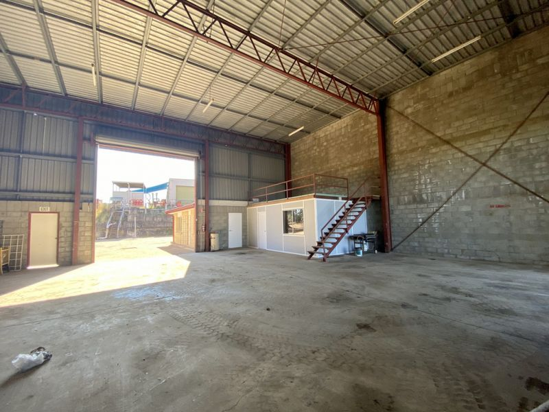 Warehouse - Massive Concrete Hardstand on 1,034m2* of Land