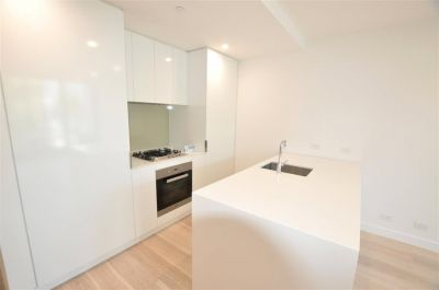 Alessi: Elegantly Designed Two Bedroom Apartment in A Fantastic Location!