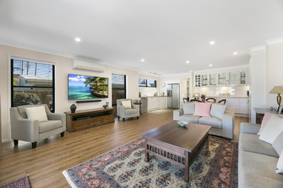 SPACIOUS RENOVATED DUPLEX - ONLY METRES FROM THE BEACH