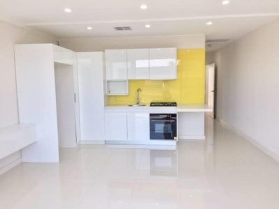 1 bedroom apartment in Sydenham, modern finishes, close to train station
