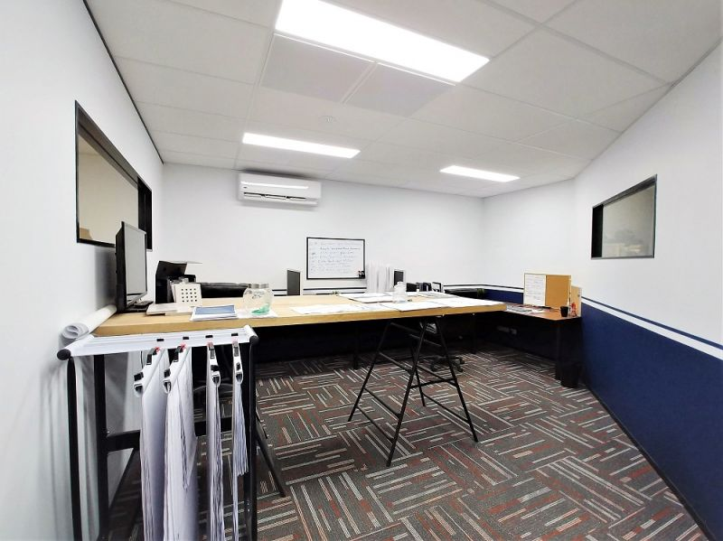 AFFORDABLE CORPORATE OFFICE/ WAREHOUSE IN EAGLE FARM