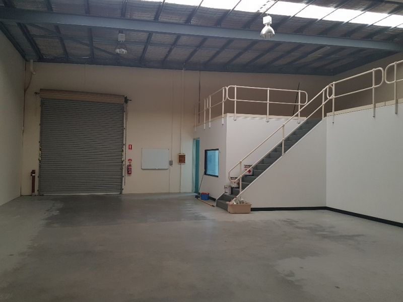 OFFICE, WAREHOUSE & COVERED YARD
