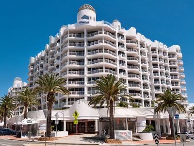 Heart Of Broadbeach!!  Dual Key Apartment