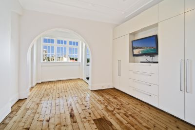 Sun-Drenched Apartment in Desirable Locale