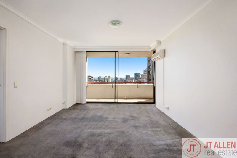 Freshly Painted and Spacious 1 Bedroom Apartment, In A Fantastic  Location
