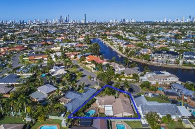 Location is Everything  Large & Private Benowa Waters Home