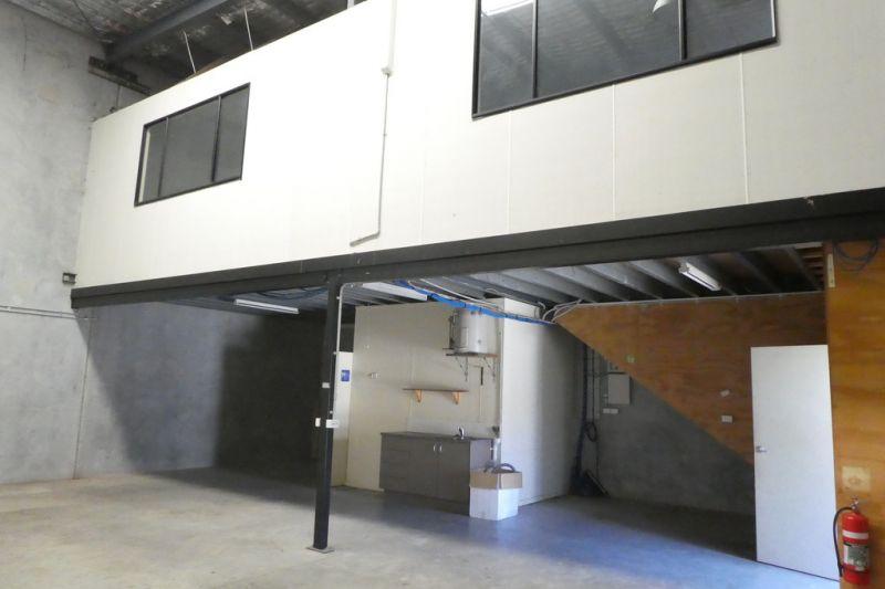 Great Price For A 174m2* Concrete Tilt Panel Warehouse Unit