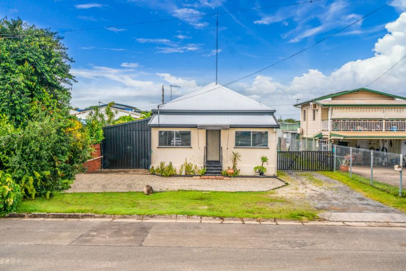 2 Street Frontage With Drive Through Access In Bungalow!