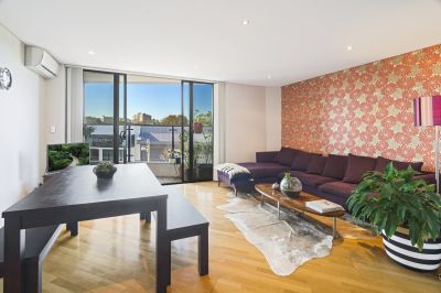 Stylish Apartment in Sought After Locale