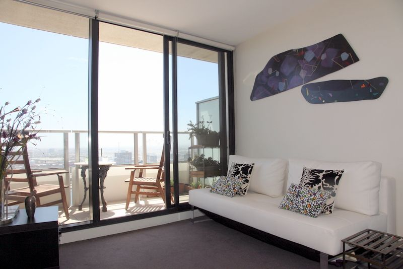 Sensational Docklands Location With Harbour Views!