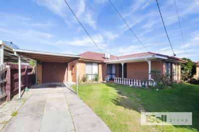 Lovely 3 Bedroom Home- 2 Living areas!