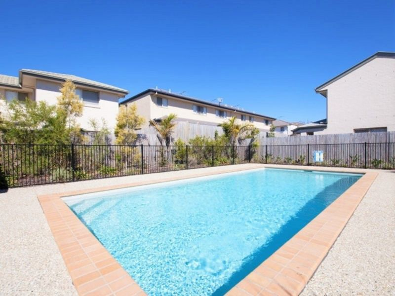 FANTASTIC TOWNHOUSE WITH SWIMMING POOL AND LOCK UP GARAGE