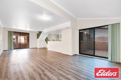 Spacious Three Bedroom Unit/Townhouse With 2 Carspaces!