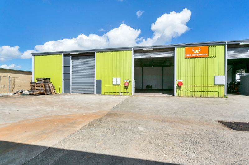 192m2 Warehouse with Office