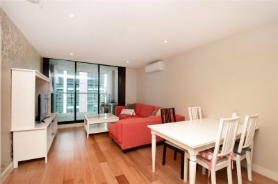 Istana: Stunning Fully Furnished Two Bedroom Apartment in the Heart of Melbourne!
