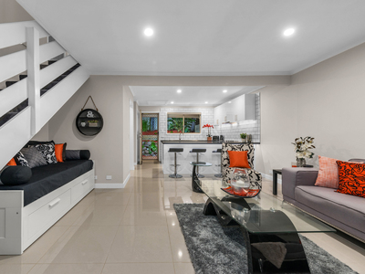 Be WOW'ed by this luxury modern unit