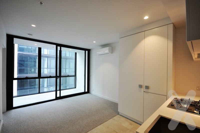NEGOTIABLE - Modern 1 Bedroom Apartment in Collingwood