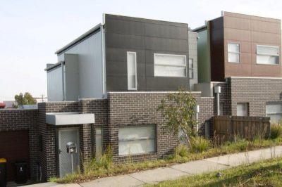 MODERN & STYLISH THREE BEDROOM TOWNHOUSE- SURE TO IMPRESS