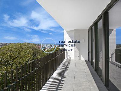 Garden Facing 1-Bedroom Apartment with Parking in 'The Moreton', Bondi