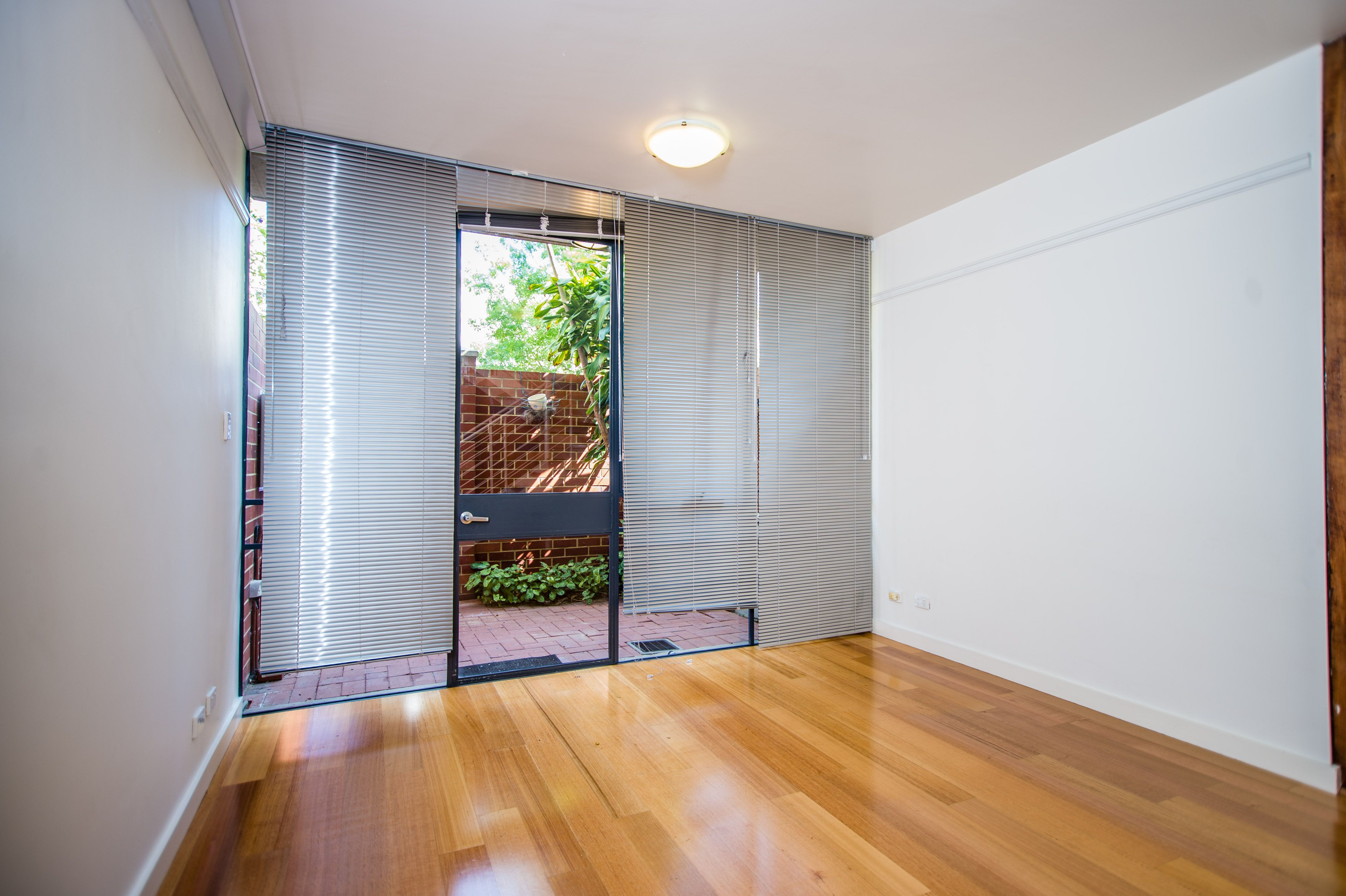 2/22a Russell Street, Fremantle