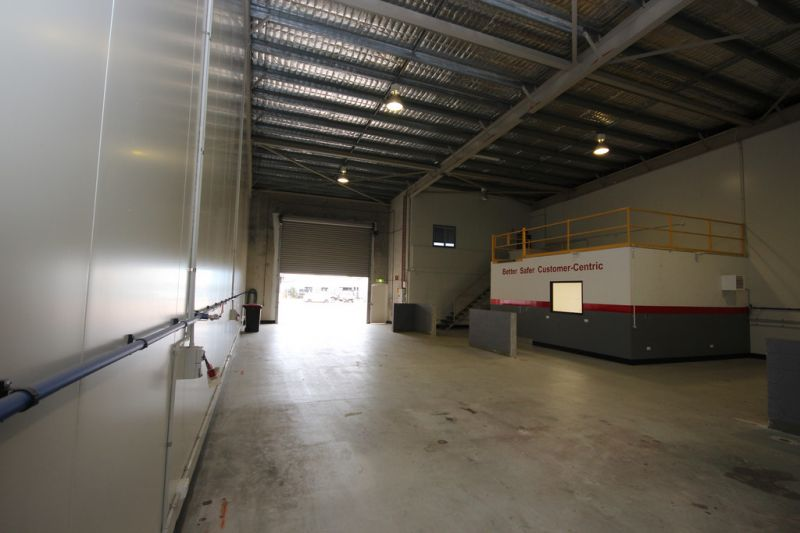 Large Modern Warehouse with Office and Mezzanine