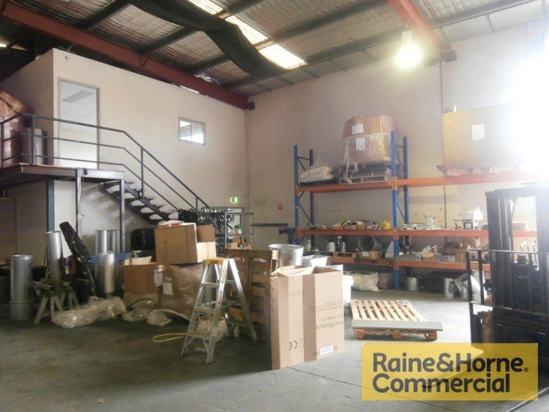 Office Warehouse 272sqm Plus 6 Cars