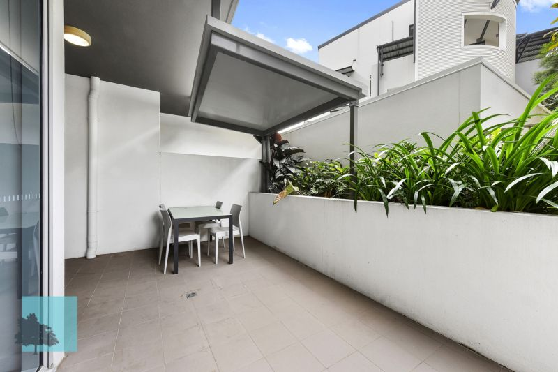 Large 88sqm Fully Furnished One Bed With Private Courtyard!>