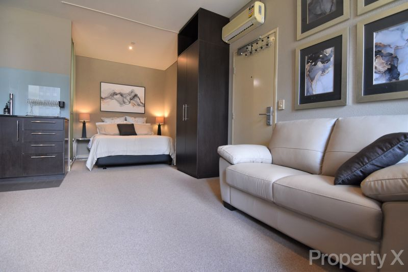 PRIVATE INSPECTION AVAILABLE - Beautifully Furnished Large Executive Studio!