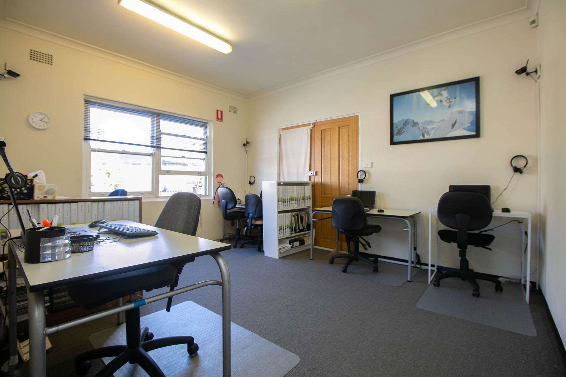 FIRST FLOOR OFFICE WITH CONSULTING ROOMS