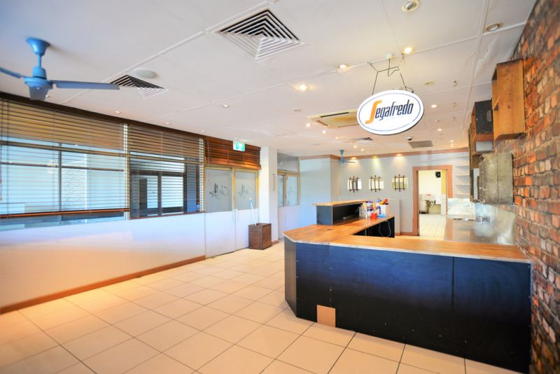 HIGH EXPOSURE RETAIL SHOP INCLUDES PARTIAL CAFE FIT OUT
