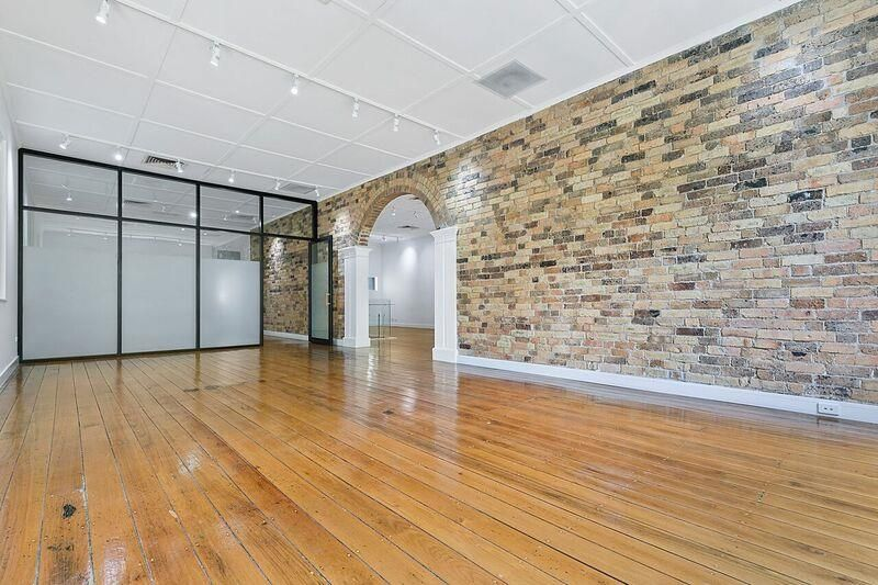 HIGH END CHARACTER OFFICE SPACE