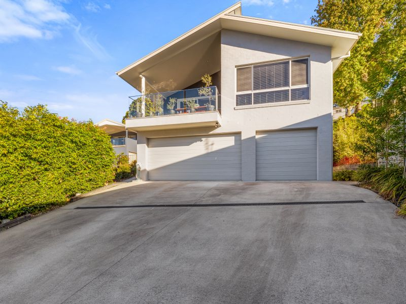 Large family home with triple garage!