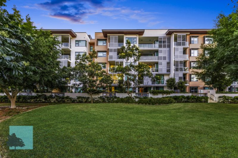 LUXURIOUS APARTMENT WITH SCENIC PARKLAND VIEWS!>