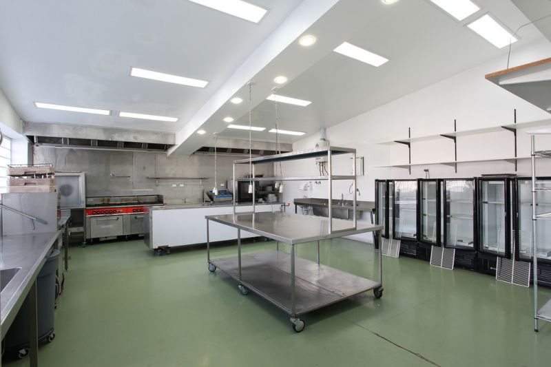 FUNCTIONAL AND MODERN COMMERCIAL KITCHEN – READY, STEADY, COOK!
