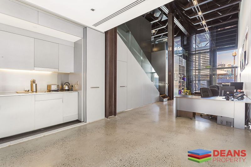 Spectacular office with Sydney Harbour view in Jones Bay Wharf!
