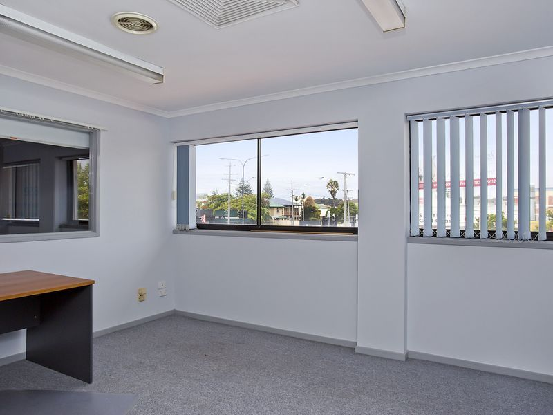 90SQM RECEPTION PLUS 4 X OFFICES- SUIT SMALL BUSINESS