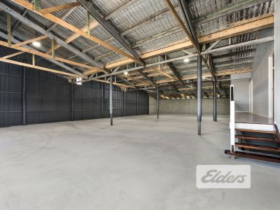 OFFICE/WAREHOUSE FREESTANDER WITH MAJOR EXPOSURE!