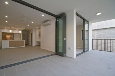 BEAUTIFUL TOP FLOOR APARTMENT IN 'SYDNEY ON SYDNEY'