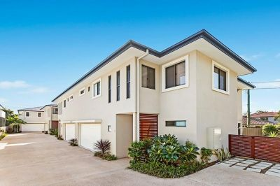 MODERN SOUTHPORT TOWNHOME  - AS BIG AS A HOUSE