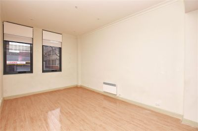 Spacious One Bedroom Apartment in the Heart of Melbourne!