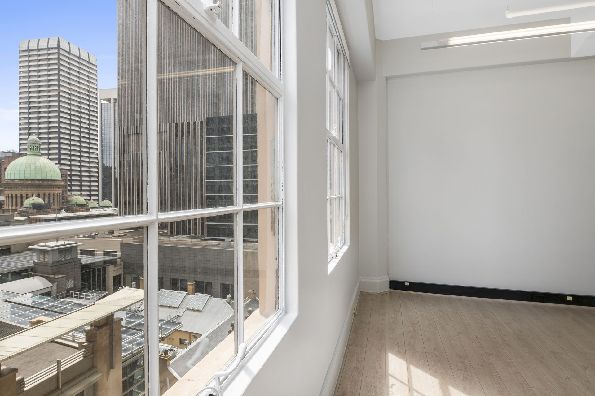 NEWLY REFURBISHED STYLISH & BRIGHT SUITE FACING PITT ST - VACANT POSSESSION