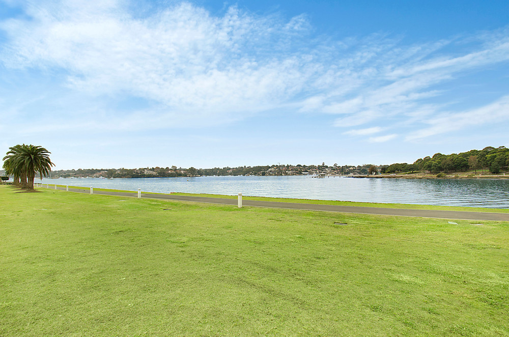 305/6 Peninsula Drive, Breakfast Point